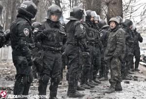 Милиции разрешили использовать новые гранаты и водометы на морозе
