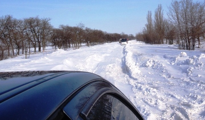 Дороги Бессарабии в снежных заносах. На Одесской трассе затор. (фото)
