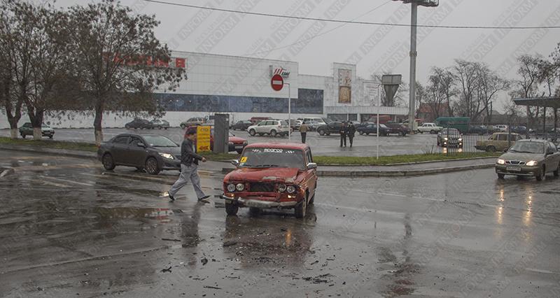 "В Измаиле ДТП: ""ВАЗ"" протаранил ""Hyundai"" (фото)"