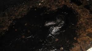 Сарата: спасатели в битумной яме нашли тело мужчины