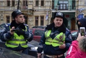 """Гаишник-провокатор бросался под колеса """"Тойоты""""-участницы Автомайдана - очевидцы"""