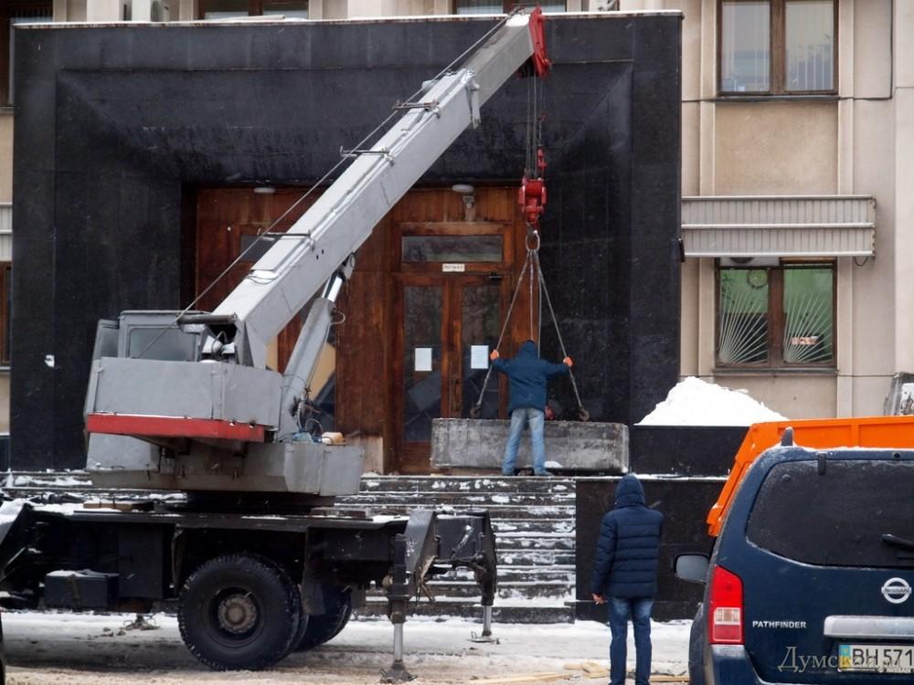 Админздания в Одессе подготавливают к штурму (фото)