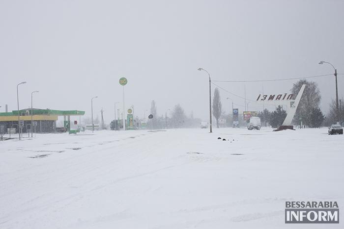 Измаил заметает снегом! Чистить дороги не успевают (фото)
