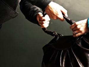 Осторожно вечером - в Измаиле у женщины выхватили сумочку