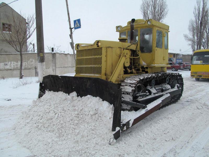 2014-02-04-12740-60362 Военнослужащие помогают в расчистке дорог (фото)