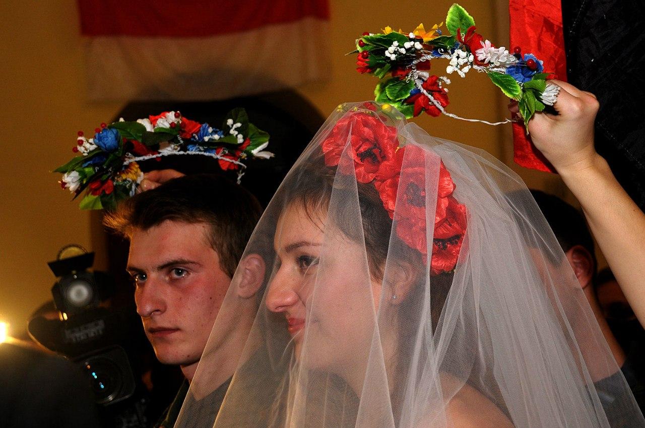 На Майдане первая свадьба активистов (фото, видео)