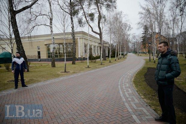 Журналистов пустили в резиденцию Януковича (фото, трансляции)