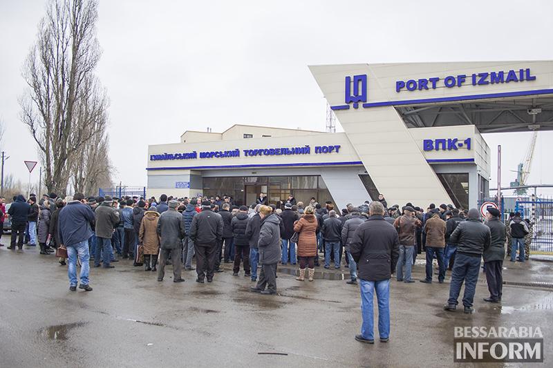 Администрация порта продолжает игнорировать митинги рабочих?