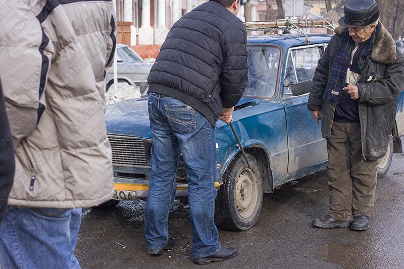 """ДТП в Измаиле: на светофоре """"Волга"""" протаранила три авто (фото)"""
