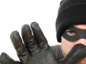 Мошенник_1-e1287374339977-300x224 В Бессарабии мошенники прикидываются сотрудниками госорганов