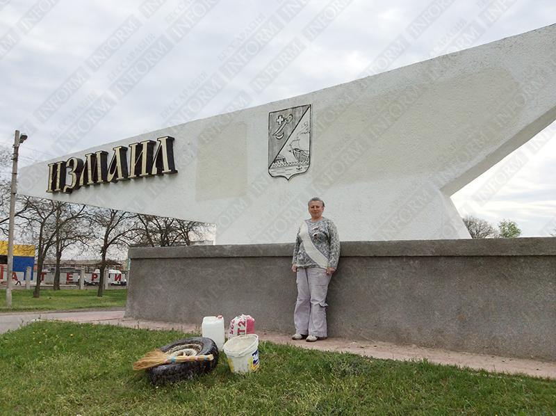 f-russia-one-ukraine-2 Измаил: Сепаратистские лозунги перекрасили в украинскую символику (фото)