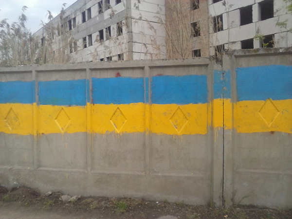 one-ua-vs-rus-1 Измаил: Сепаратистские лозунги перекрасили в украинскую символику (фото)