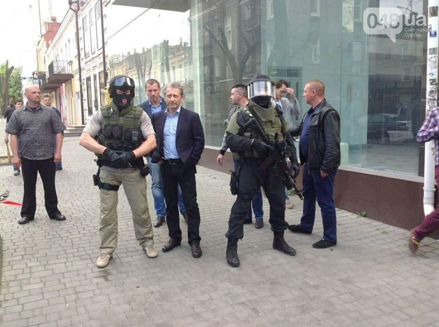 n6VHny4t9EM Губернатор Немировский трусливо убегает от Дома профсоюзов (видео)