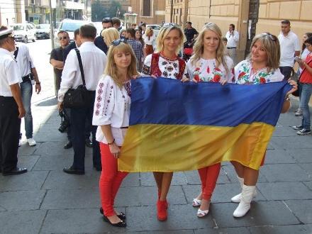 Лишь 35% украинцев положительно настроены к России