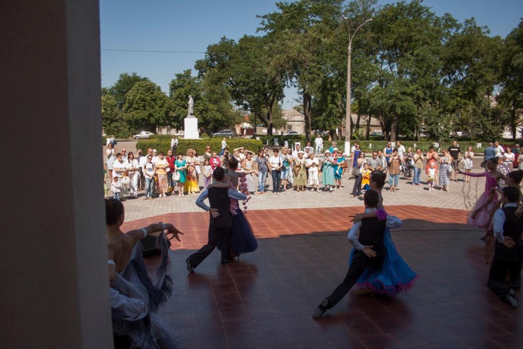 Измаильчане отпраздновали День Конституции концертом и выставкой