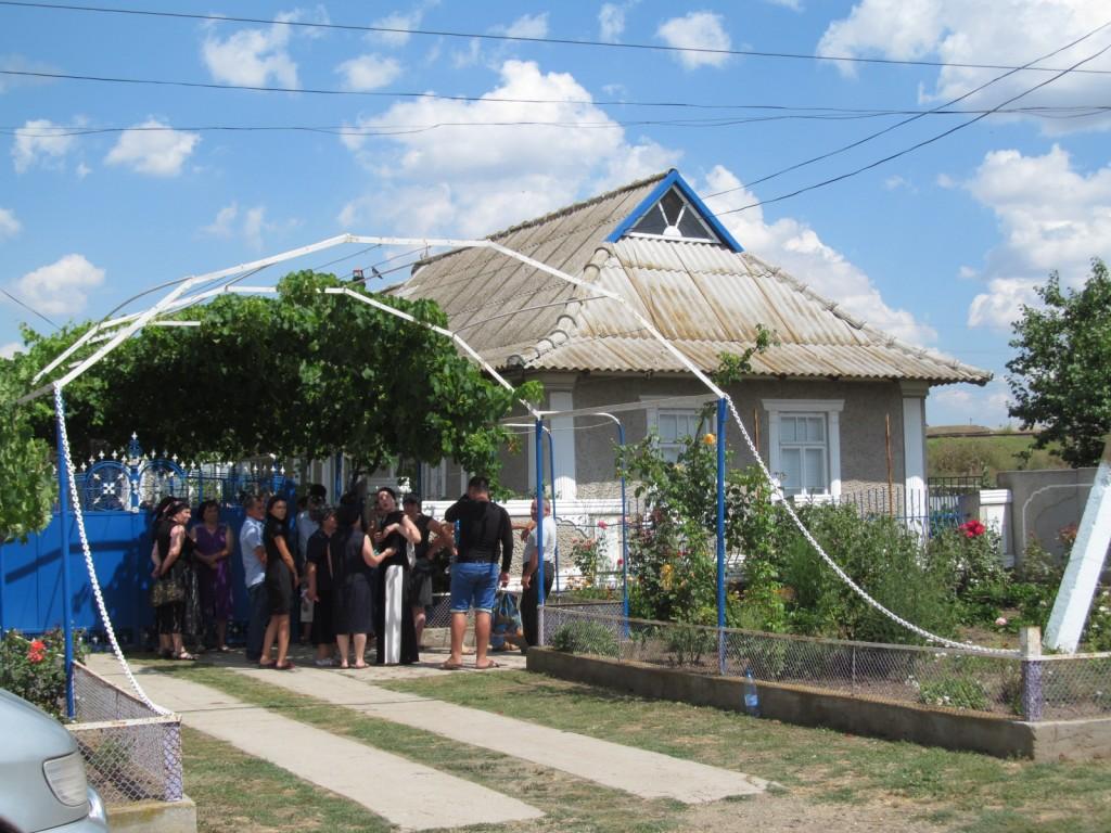 В Саратском районе попрощались с погибшим пограничником (видео)