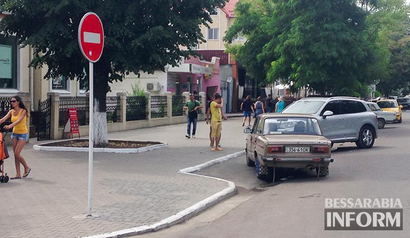 """Блатная """"шестерка"""" в рубрике """"Я паркуюсь, как дурак!"""" (фото)"""