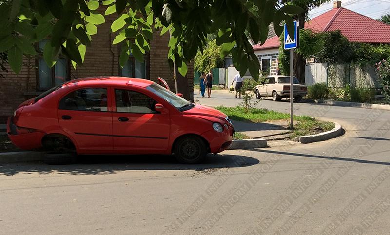 ДТП в Измаиле: На Савицкого не разъехались Chery и ВАЗ (фото)