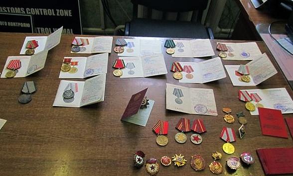 Молдаванин пытался вывезти в Москву ордена и медали времен ВОВ (фото)