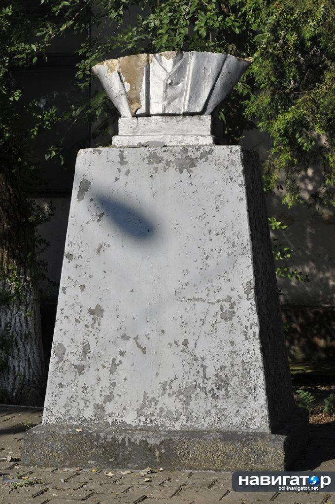 Ленин-1.JPG В Болграде стало на одного Ленина меньше (фото)