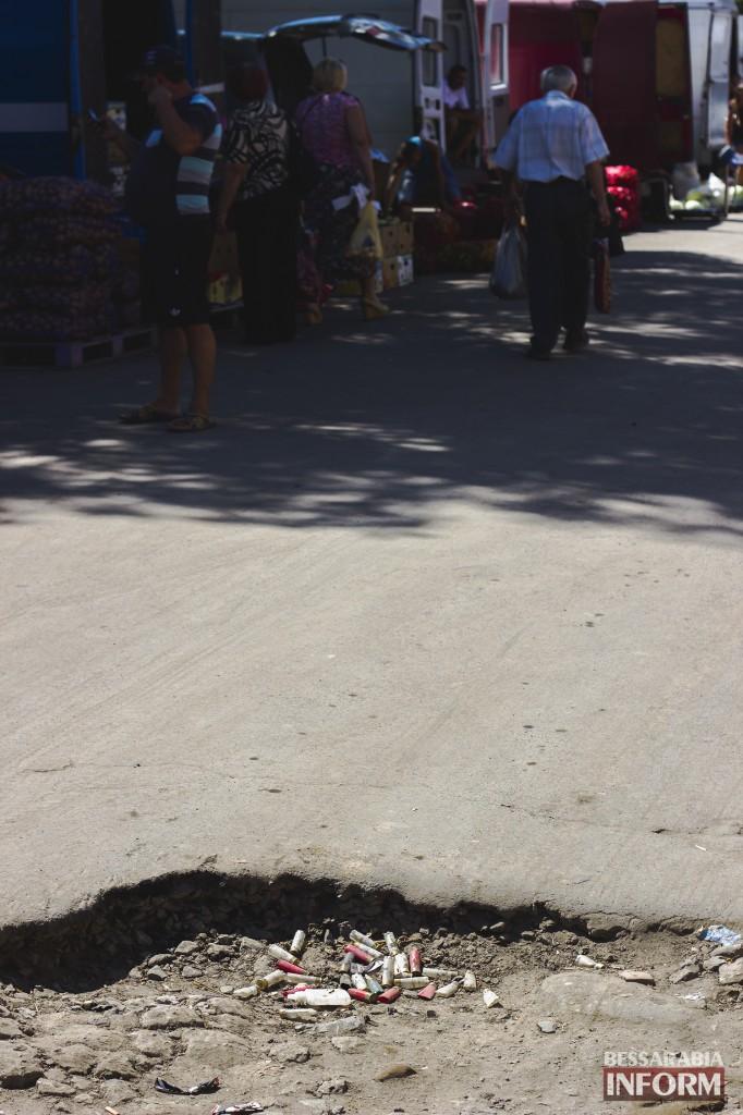 """дорога1-682x1024 Фотофакт: """"Обычная"""" яма на улице в Измаиле"""