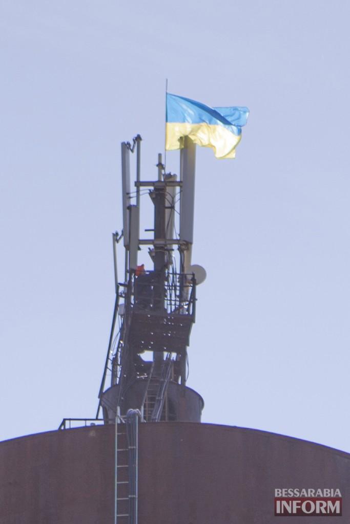 Измаил: Ноуров & Ко сорвали флаг Украины в центре города (фото)