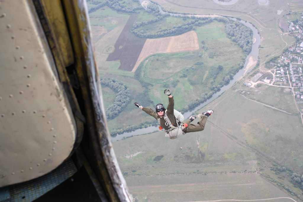 A33SSFYb3tM Как я первый раз с парашютом прыгала (фото)