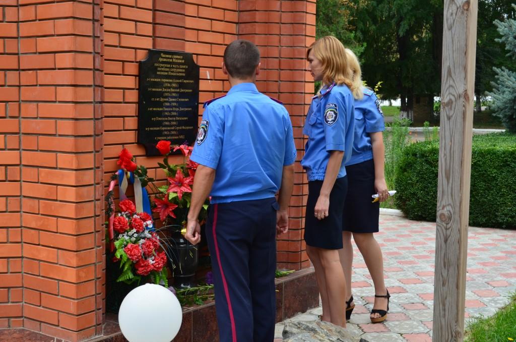 Измаил: сотрудники ЛО почтили память погибших милиционеров