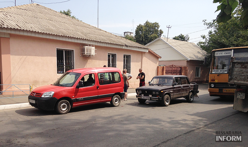 IMG_7828 Небольшое ДТП в Измаиле - водители разбили фары (фото)