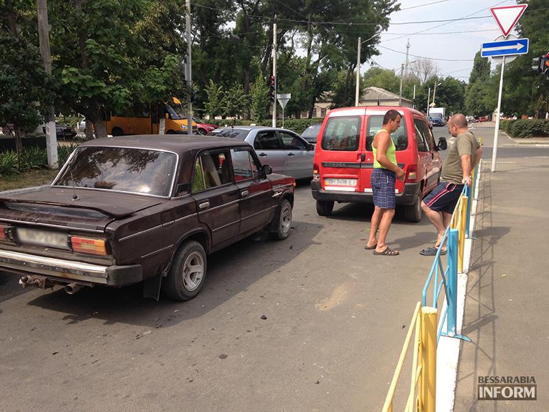 IMG_7829 Небольшое ДТП в Измаиле - водители разбили фары (фото)