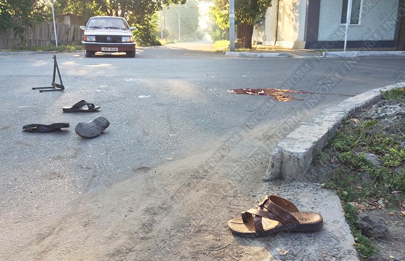 moto-dtp-v-izmaile-3 ДТП в Измаиле: Нетрезвые парни на мопеде въехали в маршрутку. Есть жертва (ФОТО)