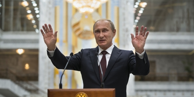 Bloomberg: Стратегия отрицания участия России в украинском конфликте начала рушиться