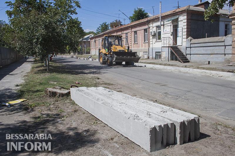 remont-bordyra-izmail-2 В Измаиле продолжается замена бордюров (фото)
