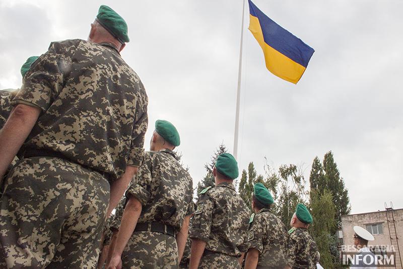 Перед исполкомом торжественно подняли флаг Украины (фото)