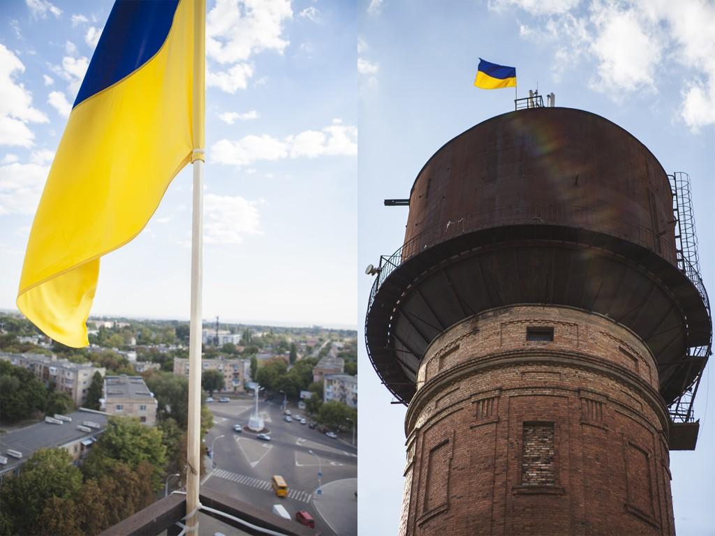 флаг1-1024x768 Измаильчане вернули флаг Украины на  башню (фото, видео)