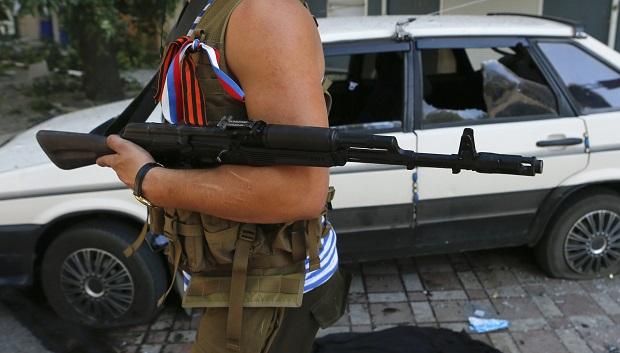 В Луганске боевики устроили распродажу 100 угнанных авто