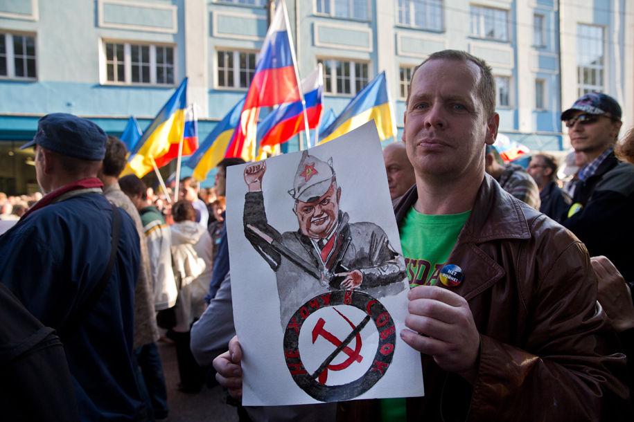 1411316060_118878_80 Марш мира в России: многолюдно и с украинскими флагами (фоторепортаж)