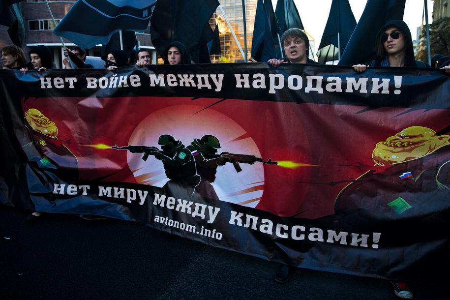 1411316134_032625_87 Марш мира в России: многолюдно и с украинскими флагами (фоторепортаж)