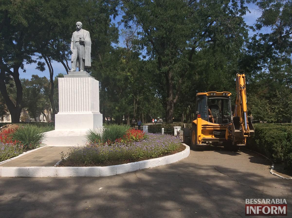 2 В Измаиле обновляют территорию возле Шевченка (фото)