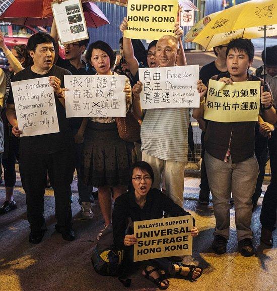 "2e224a90ad1f20805201b802d5f68a09 ""Майдан"" в Гонконге: люди требуют демократических выборов"