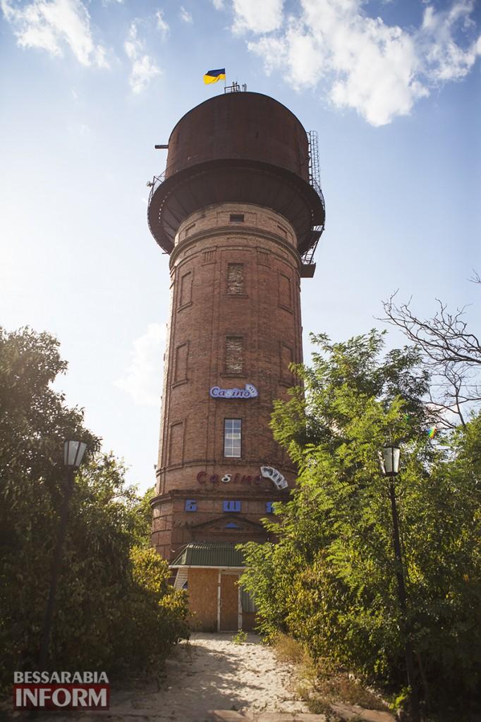Измаильчане вернули флаг Украины на  башню (фото, видео)
