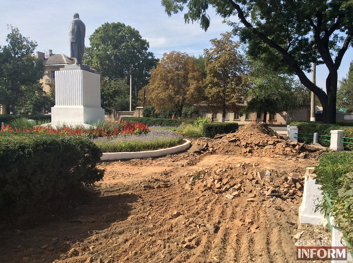 3 В Измаиле обновляют территорию возле Шевченка (фото)