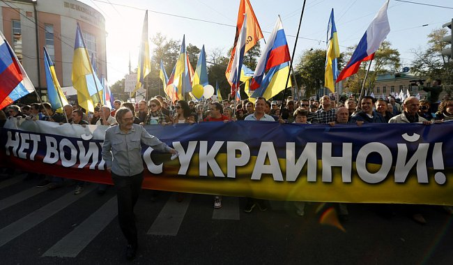 5e78fa48fb6792909cbbdcdecb5b8595 Марш мира в России: многолюдно и с украинскими флагами (фоторепортаж)