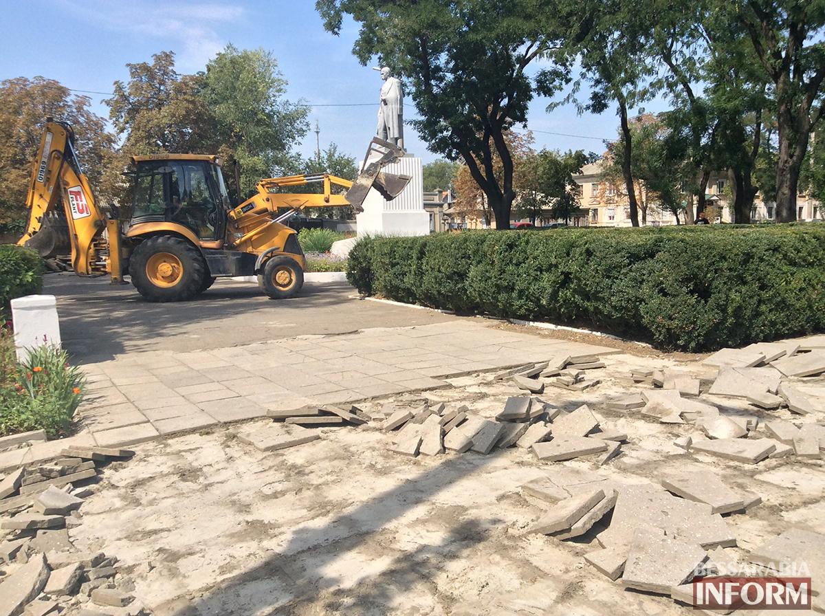 7 В Измаиле обновляют территорию возле Шевченка (фото)
