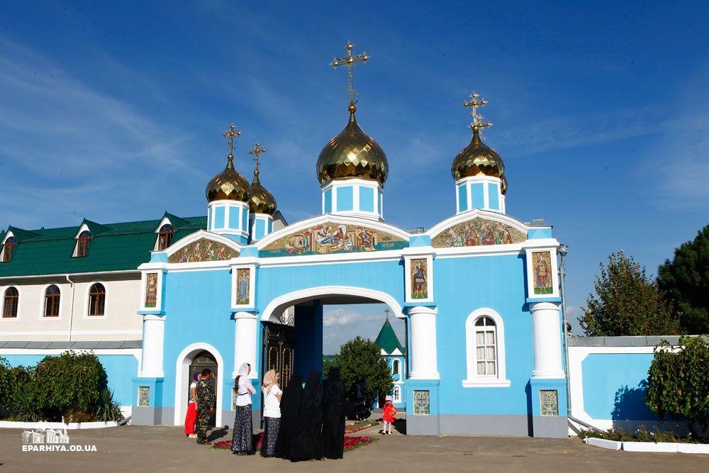 73O02932 Женский монастырь в Болградском районе отметил 90-летие (фото)