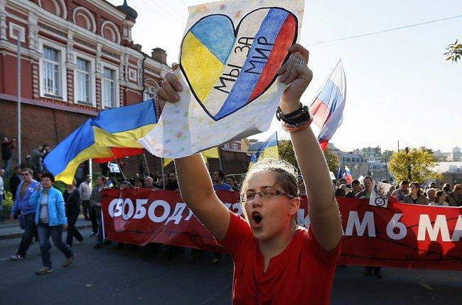 7acb4bee59730dee540bed333e1c096c Марш мира в России: многолюдно и с украинскими флагами (фоторепортаж)