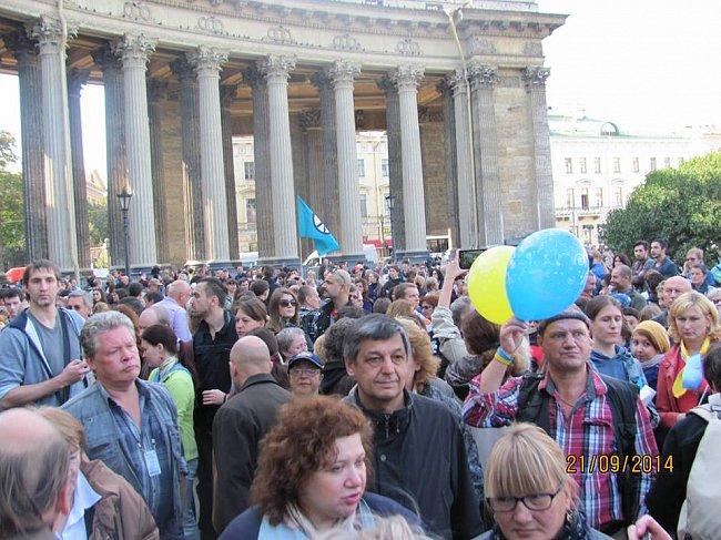 97c103969e961c6169d4dcdb703065cf Марш мира в России: многолюдно и с украинскими флагами (фоторепортаж)