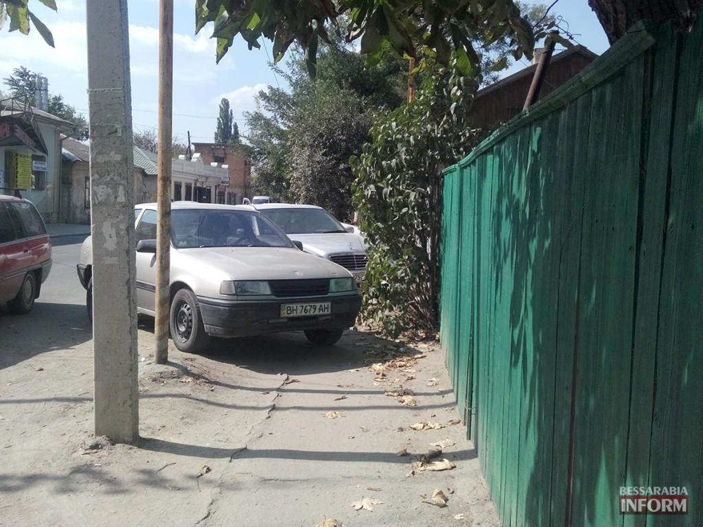 Измаил: «Mersedes» и «Opel» в рубрике «Я паркуюсь как…» (фото)