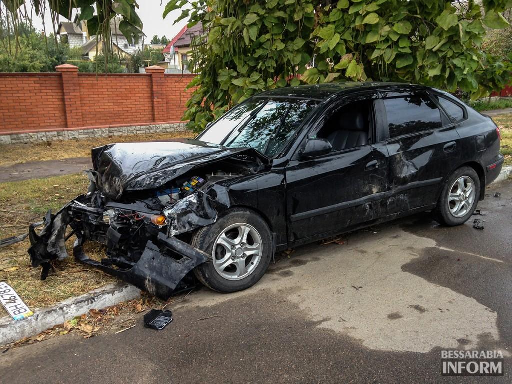 """ДТП в Измаиле: """"Hyundai"""" протаранил две иномарки (ФОТО)"""
