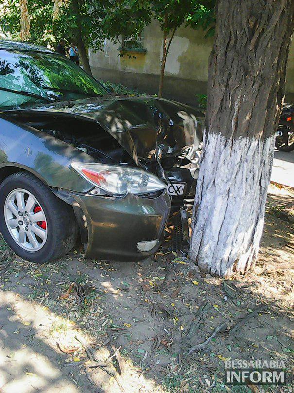 "ДТП в Измаиле: ""Camry"" vs. дерево (фото)"